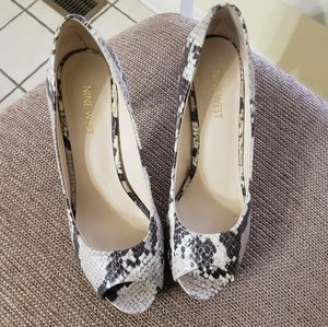 NINE WEST Python Print Peephole Pumps